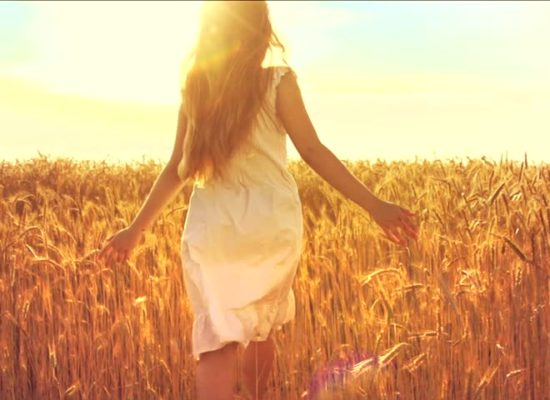 The_girl_in_the_field_1_23033537